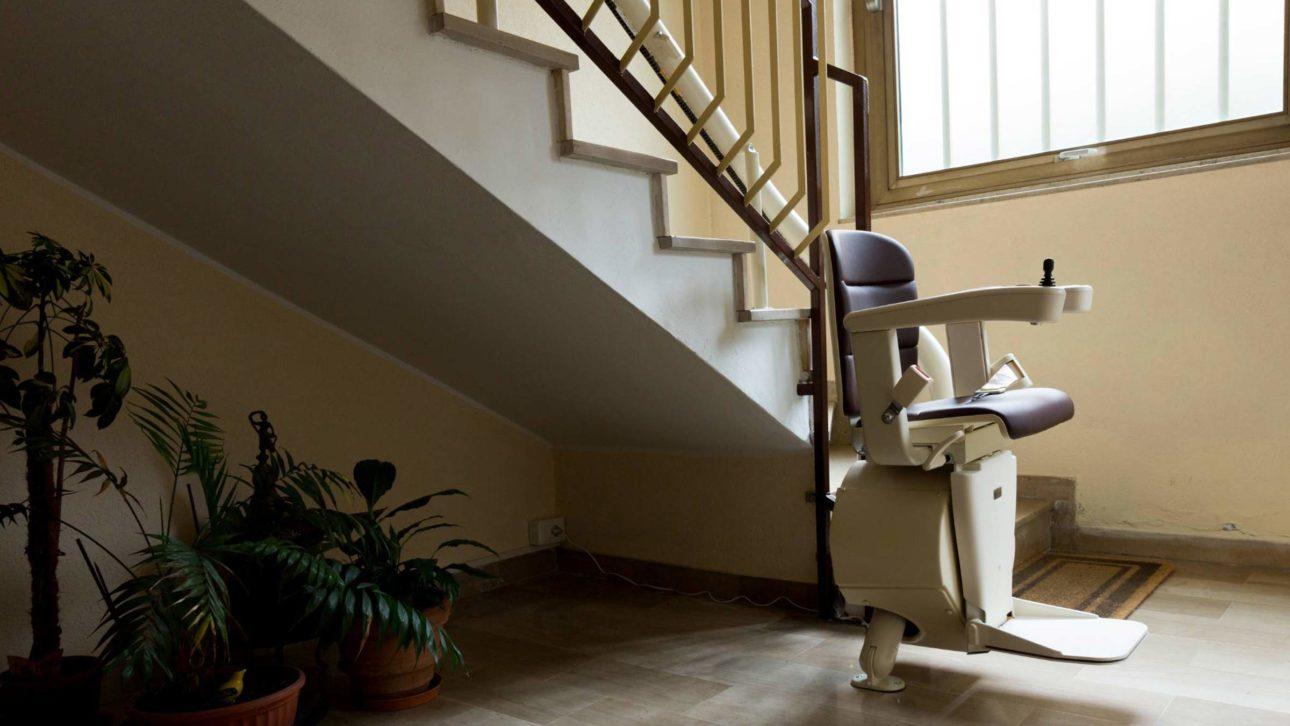 Seggiolino, sedia per scale elettrica, poltroncina, scala ...